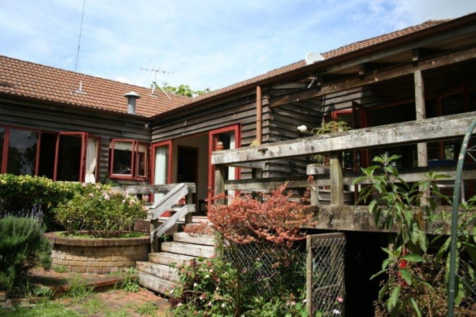 Once in a lifetime opportunity - 1181m² of land and 251m² of 1970s home