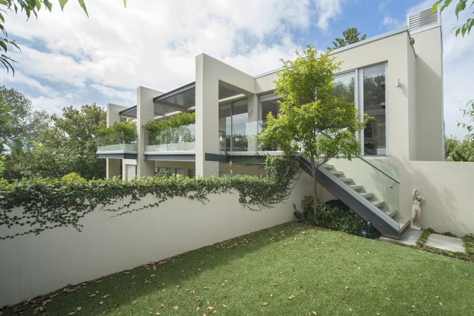 A Unique Apartment in the Middle of Remuera ......Trees, Green, Parks and Wonderful Views