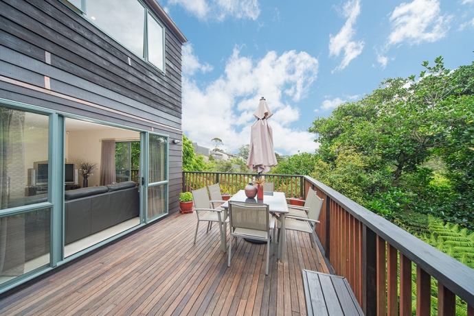 Sunny and private, indoor/outdoor living - with additional accommodation