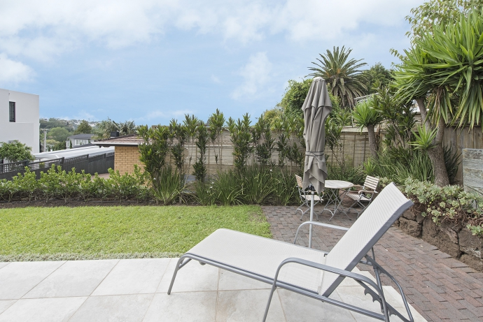 Fantastic townhouse, private, secure, sunny and central