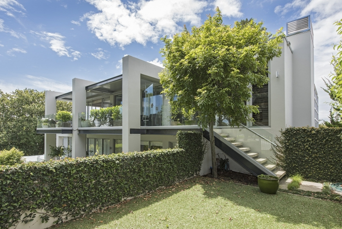 The most unique apartment environment, set in parkland, in the middle of Remuera