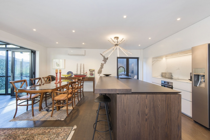 Stylish renovated townhouse a stones throw to the village